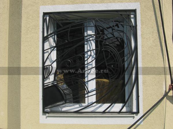 Изготовлена по заказу как подарок. Решетка на гаражное окно. Требование простое: необычность. Нестандартный подход. Художественное гнутьё.