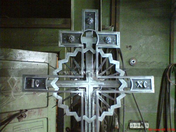 Кованый крест. Фото в цеху. Подробно1.