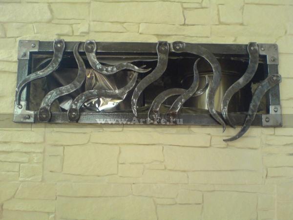 Кованая решетка на вентиляцию.