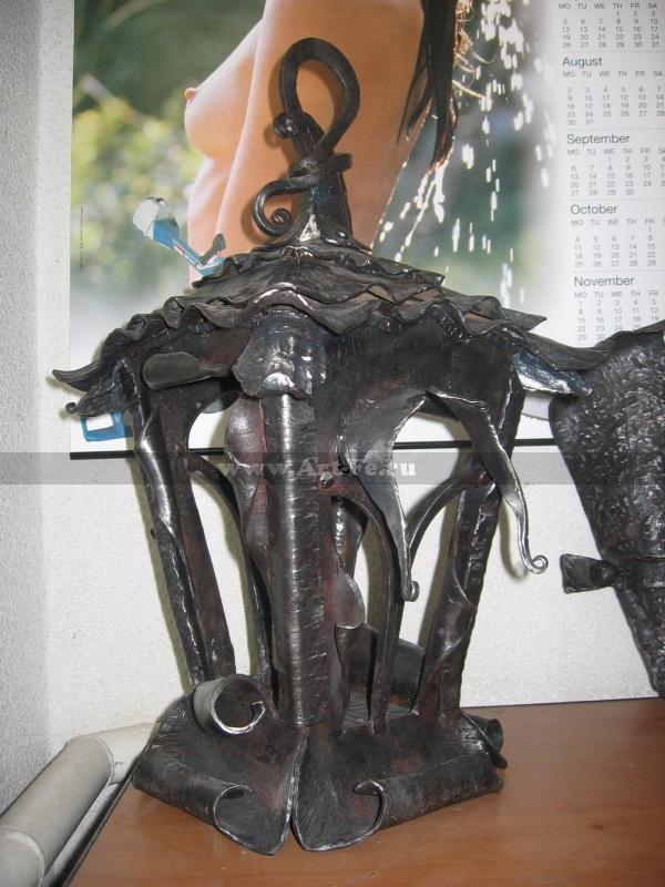 Кованый фонарь, элемент декора