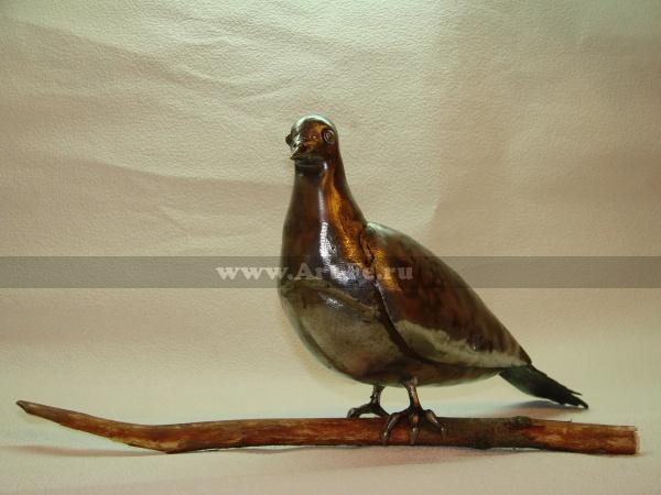 Кованый голубь, улетел в парк кованых фигур в Донецк