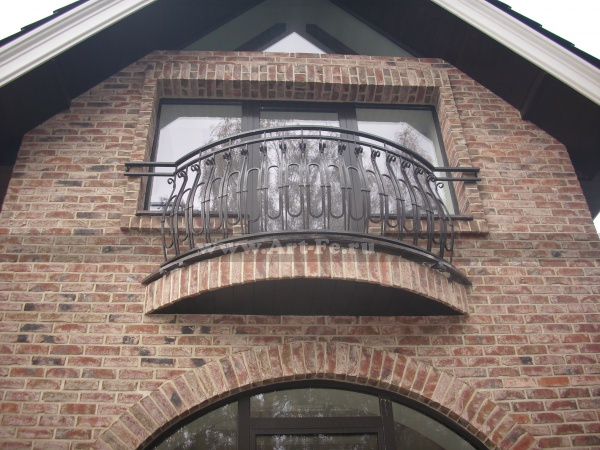 Кованый балкон с радиусом