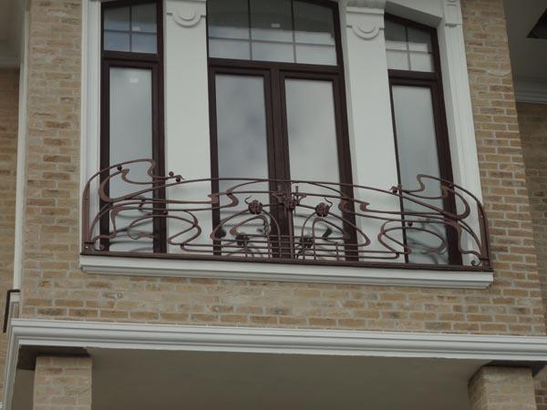 Французский кованый балкон в стиле МОДЕРН