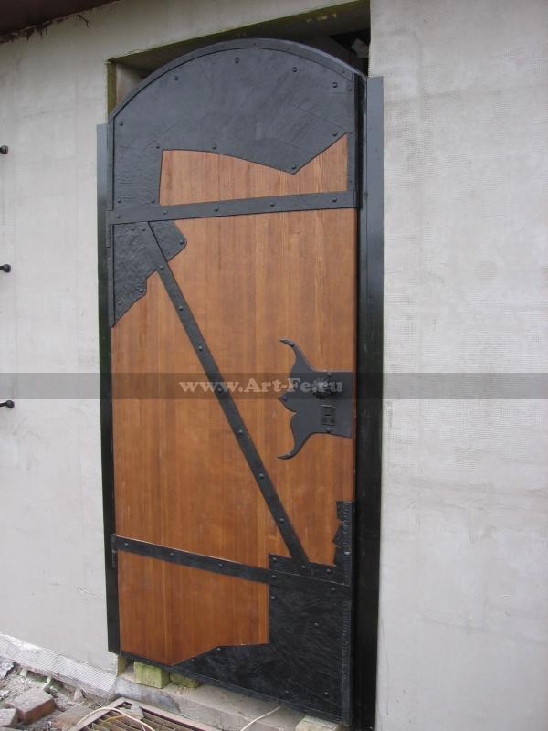 Стальная входная дверь. Обработка под старину. Массив ясеня.