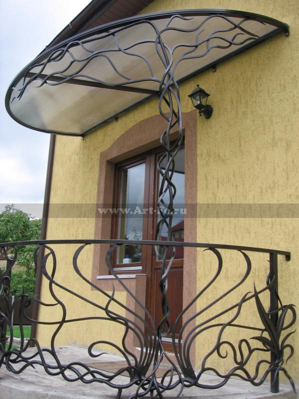 Кованый козырёк со стилизованым деревом.