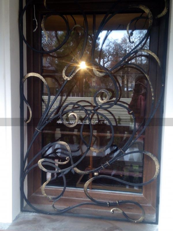 Кованая решетка на окно, стиль МОДЕРН