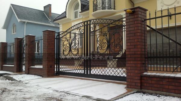 Кованые откатные ворота, красивая ажурная ковка