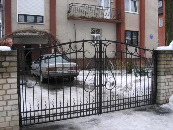 Кованые ворота фото. Простая ковка.