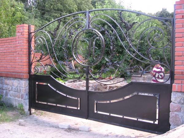 Кованые ворота по фотографии