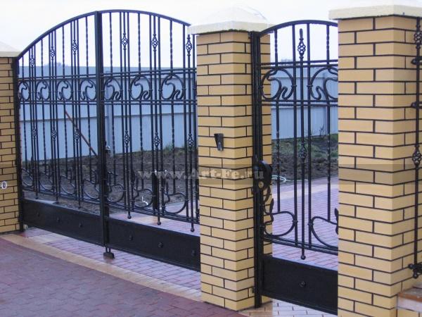 Распашные ворота кованые по эскизам заказчика