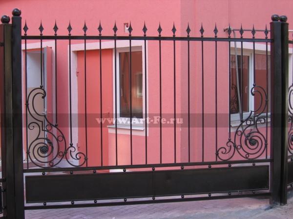 Недорогой кованый забор