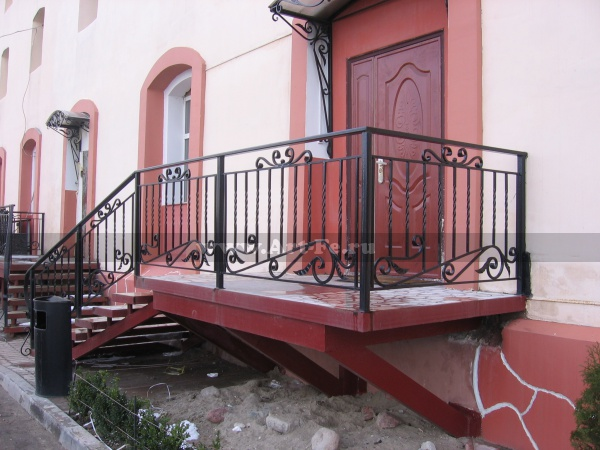 Металлическая лестница. Фото.