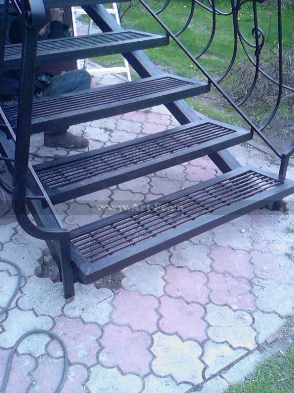 Металлическая лестница Фото.