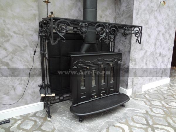 Кованые кровати, кованые столы и стулья, кованые вешалки, прихожие, кованые зеркала.